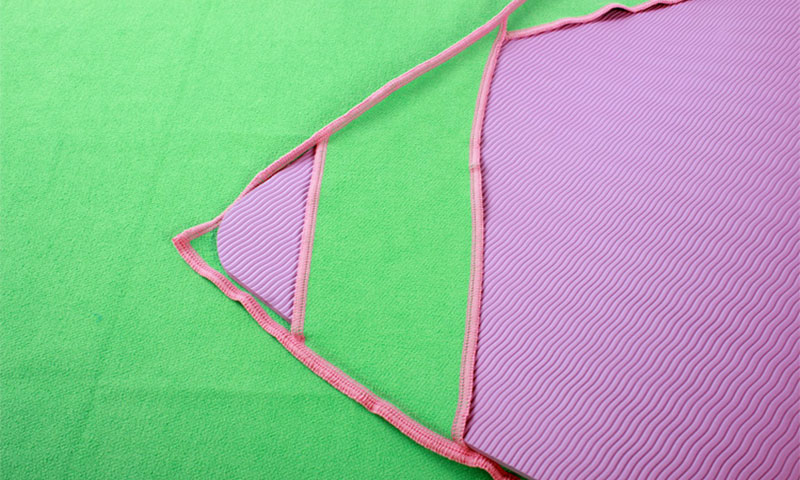 yoga towel with 4 corner pockets