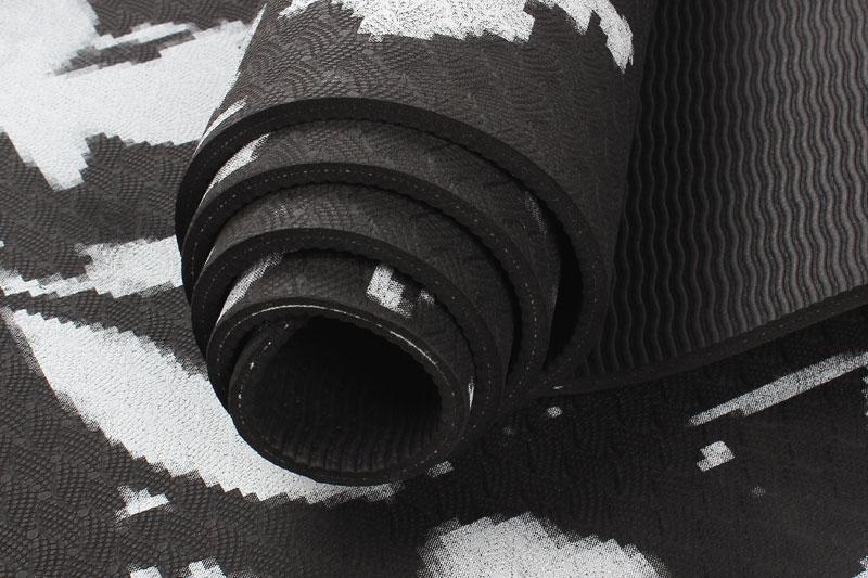 black camouflage TPE yoga mat details